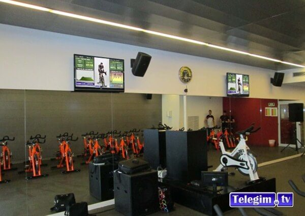 Virtual Cycling en sala con dos pantalla Telegim