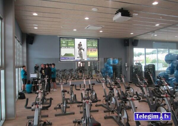 Sala Telegim Virtual Cycling con proyector